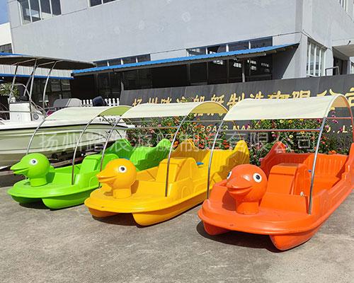 4人大黄鸭卡通脚踏船公园游船